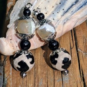 Handmade earrings with Agate stones.